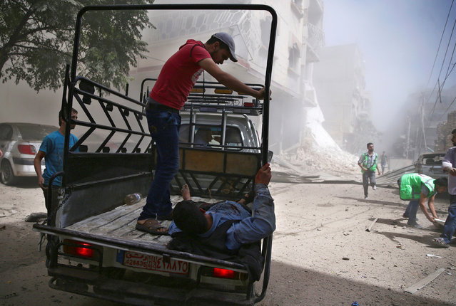 An injured man is transported in a pick-up truck after an airstrike in the rebel held Douma neighborhood of Damascus, Syria September 9, 2016. (Photo by Bassam Khabieh/Reuters)