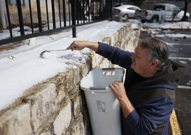 Mark Maybou scraps snow into a bucket to melt it into water on February 19, 2021 in Austin, Texas. Mr. Maybou was using the water to flush his toilets since his home has no running water. Winter storm Uri brought historic cold weather causing people to lose their water as pipes broke throughout the area. (Photo by Joe Raedle/Getty Images)
