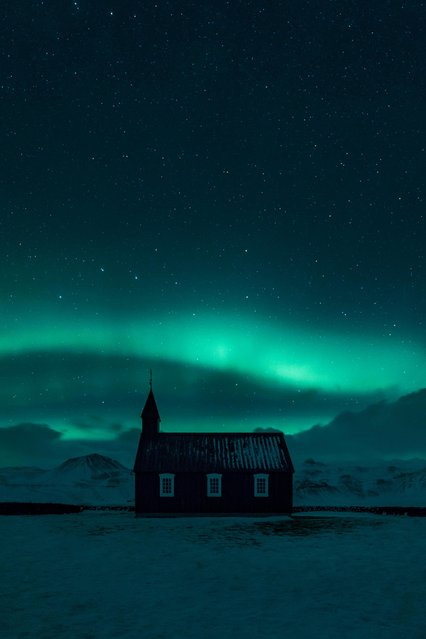 The Black Church at Búðir in Iceland beneath the stripes of the Aurora Borealis and the bright stars in the night sky. (Photo by Mikkel Beiter/Astronomy Photographer of the Year 2018)
