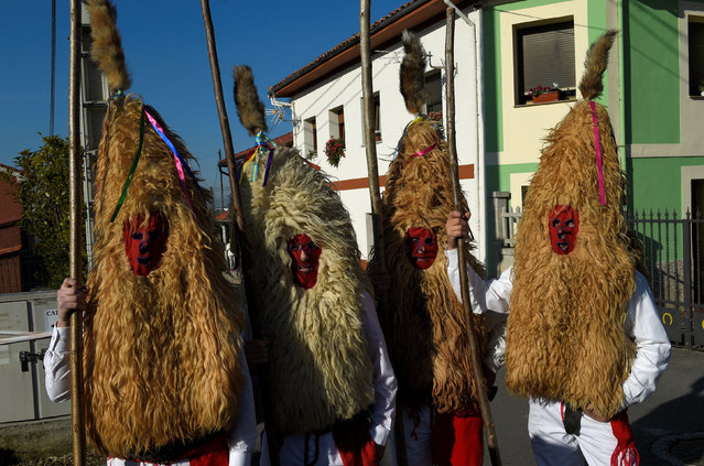 """Villagers pose before performing in """"Los Sidros y Las Comedias"""", a traditional festival in Spain's northern village of Valdesoto, January 8, 2017. (Photo by Eloy Alonso/Reuters)"""