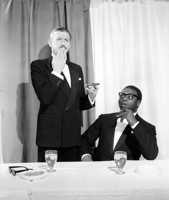 An after dinner speaker appears to have forgotten what he was going to say, 1964. (Photo by Chaloner Woods/Getty Images)