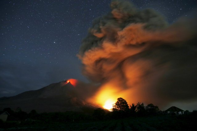 Hot lava flows from Mount Sinabung volcano during eruption as seen from Tiga Serangkai village in Karo Regency, North Sumatra province, Indonesia June 25, 2015. (Photo by Reuters/Beawiharta)