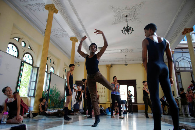 Students practice during a break at the National Ballet School in Havana, Cuba, October 17, 2019. (Photo by Alexandre Meneghini/Reuters)