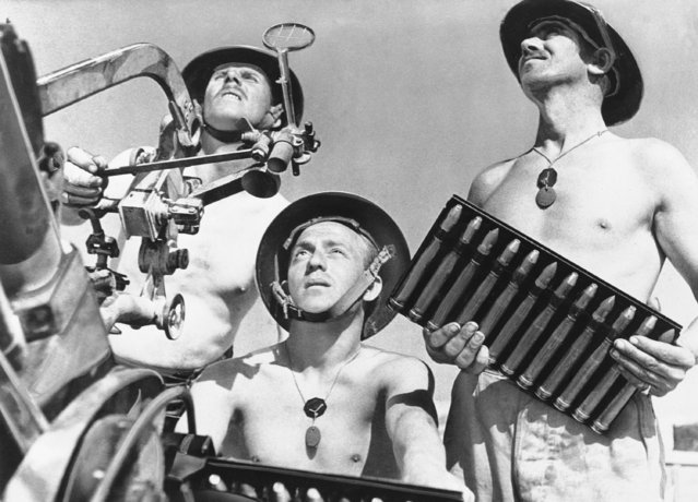 Gunners man an Anti-Aircraft weapon in the British-held Fort at Tobruk, Libya, May 26, 1941, which has been under siege since Axis troops east from Bengasi and penetrated to Salum, Egypt, last month. The Italian high command reported a new Axis bombing attack on the port of Tobruk and asserted that a British warship had been damaged and four steamers sunk. (Photo by AP Photo)