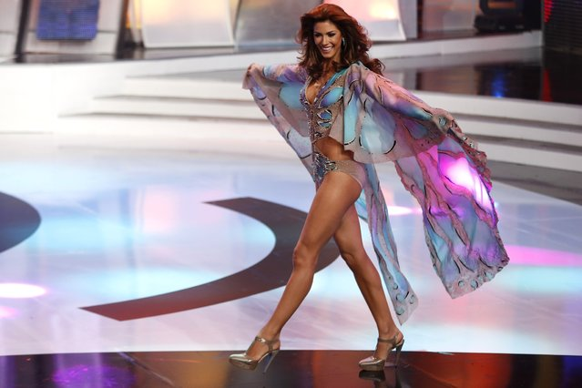 Miss Guarico, Mariana Jimenez, competes in the swimsuit segment of the Miss Venezuela 2014 pageant in Caracas October 9, 2014. Jimenez won the pageant and will represent the country in the Miss Universe pageant. (Photo by Carlos Garcia Rawlins/Reuters)