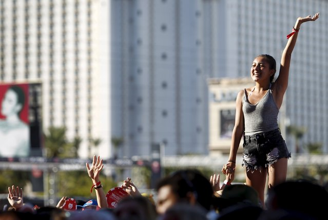 Fans react to a performance during the 2015 iHeartRadio Daytime Village in Las Vegas, Nevada September 19, 2015. (Photo by Steve Marcus/Reuters)