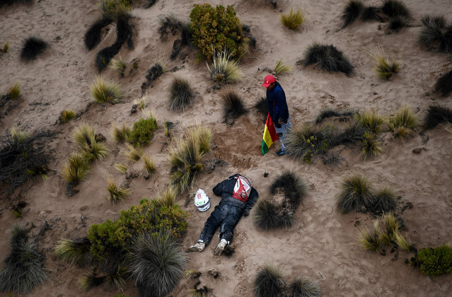 Dutch driver Guillaume Martens takes a nap during Stage 7 of the 2018 Dakar Rally between La Paz and Uyuni, Bolivia, on January 13, 2018. Peugeot' s drivers Carlos Sainz and co- driver Lucas Cruz of Spain won the stage. (Photo by Franck Fife/AFP Photo)
