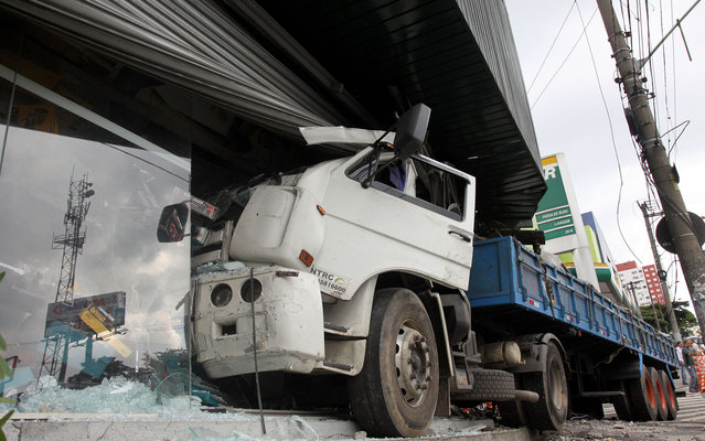 The driver of a truck lost control of the vehicle and broke into a shop in Diadema, in São Paulo, on March 22, 2013. He suffered minor injuries and was taken to hospital. (Photo by Andris Bovo/ABCD Maior/Estadão Conteúdo)