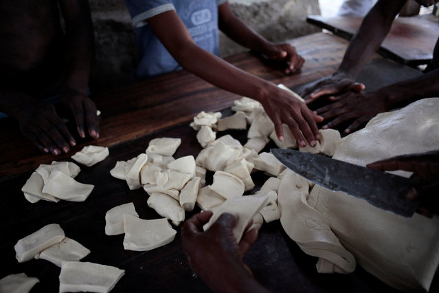 People make bread at a bakery after Hurricane Matthew in Les Anglais, Haiti, October 14, 2016. REUTERS/Andres Martinez Casares