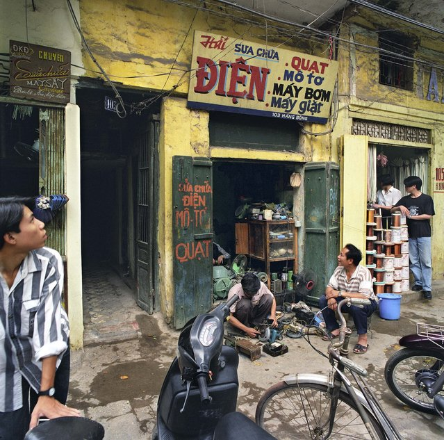 "103 Hàng Bông (Cotton Street), 1995. (Photo by  William E. Crawford from the book ""Hanoi Streets 1985-2015: In the Years of Forgetting"")"