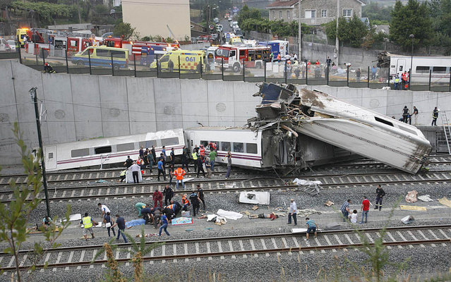 General view of the train accident of a train which came from Madrid to Ferrol and that has been derailed close to Santiago de Compostela, Galicia, Spain on 24 July 2013. Renfe train company which operates this train, an Alvia model, has not informed about the numbers of deaths or injured people. Firemen, Police members and emergency members have moved to the place. (Photo by Oscar Corral/EFE)