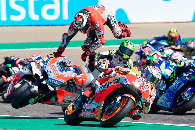 Ducati Team' s Spanish rider Jorge Lorenzo (C) falls during MotoGP race of the Moto Grand Prix of Aragon at the Motorland circuit in Alcaniz on September 23, 2018. (Photo by Jose Jordan/AFP Photo)