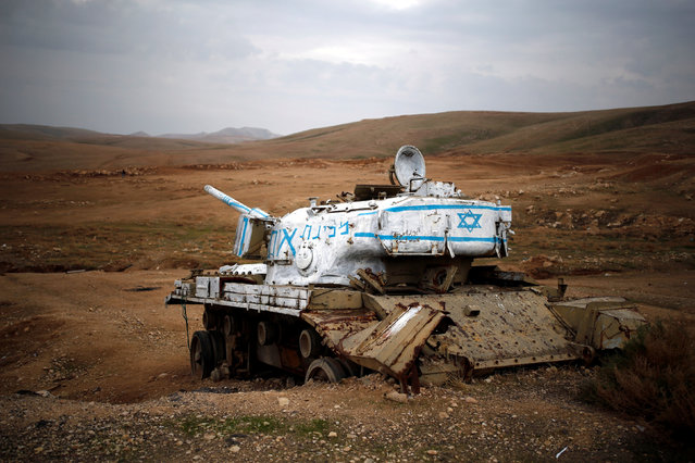 An old tank can be seen near the Israeli settlement of Misho Edumim, in the occupied West Bank December 24, 2016. (Photo by Amir Cohen/Reuters)