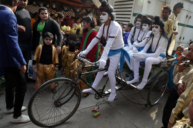 Indian school children, wearing religious makeup and attire sit on a rickshaw as they wait before their performance during their school's Annual Day function in Amritsar, India, 27 December 2016. (Photo by Raminder Pal Singh/EPA)