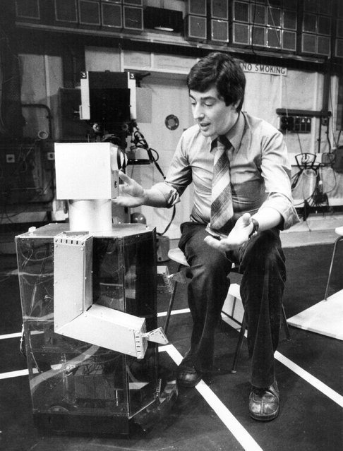 Maisie the Robot talks to its designer David Strange at the Alexandra Palace studios, on 1st December 1977. (Photo by Goodman/Evening Standard/Getty Images)
