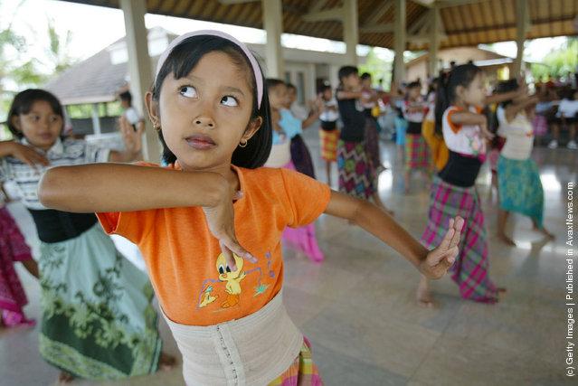 Traditonal balinese dancers