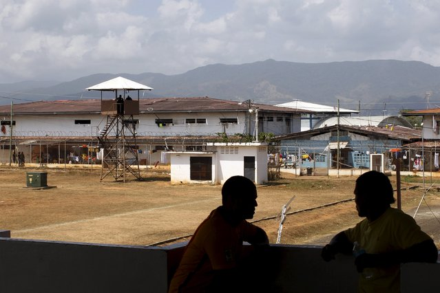 Inmates chat at La Joya prison on the outskirts of Panama City, Panama January 27, 2016. (Photo by Carlos Jasso/Reuters)