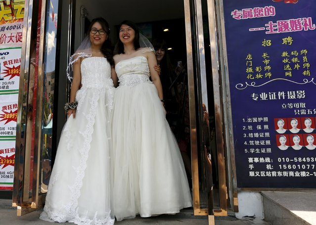 Li Tingting (R) and Teresa pose in bridal gowns at a bridal photography studio as they meet the media in Beijing, China July 2, 2015. (Photo by Kim Kyung-Hoon/Reuters)