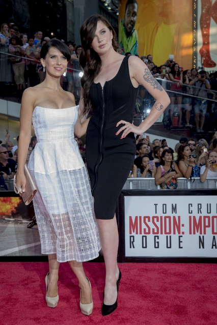 """Hilaria Baldwin (L) and Ireland Baldwin pose together on the red carpet for a screening of the film """"Mission Impossible: Rogue Nation"""" in New York July 27, 2015. (Photo by Brendan McDermid/Reuters)"""