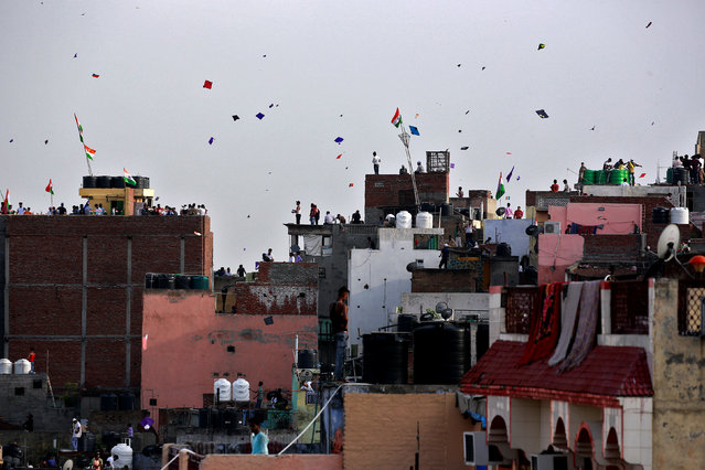 People fly kites from roof tops in Old Delhi as they celebrate Independence Day, India, August 15, 2017. (Photo by Cathal McNaughton/Reuters)
