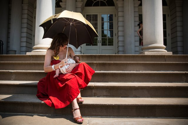 Kiki Valentine breastfeeds her 9-week-old son, Hart Valentine, on the steps of City Hall during a ralley to support breastfeeding in public on August 8, 2014 in New York City. The event was organized by the New York City Breastfeeding Leadership Council, which advocates for the social acceptance of allowing women to breastfeed in public. (Photo by Andrew Burton/Getty Images)