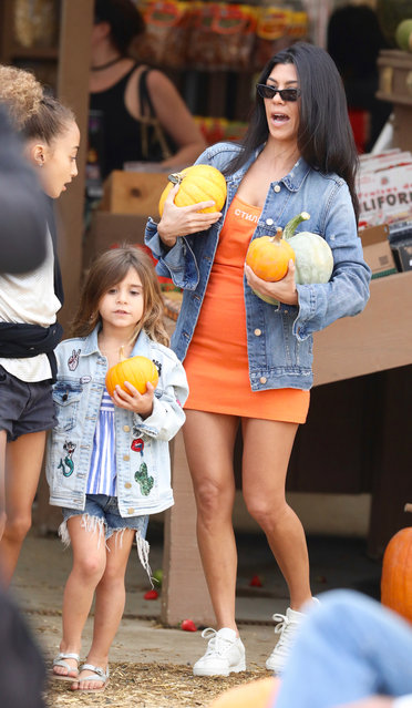 Kourtney Kardashian  and children at a pumpkin patch in Los Angeles on October 29, 2017. (Photo by Jacson/Splash News and Pictures)