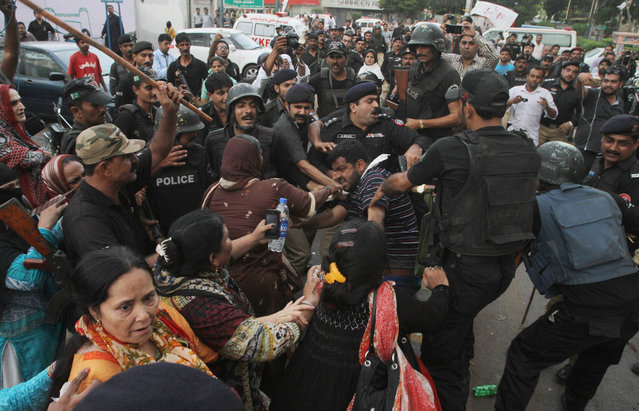 Activists of Pakistan's Muttahida Qaumi Movement clash with police in Karachi, Pakistan, Monday, August 22, 2016. Pakistani officials say protesters have attacked TV stations and clashed with police in the southern city, leaving one person dead and eight others wounded, including three media workers. (Photo by Fareed Khan/AP Photo)