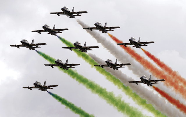 View of the Italian Frecce Tricolori planes during the International Aerial Festival on the occassion of the 75th Anniversary of the Aerial Army at Torrejon de Ardoz militar base, Madrid, Spain, October 11, 2014. (Photo by Angel Diaz/EPA)