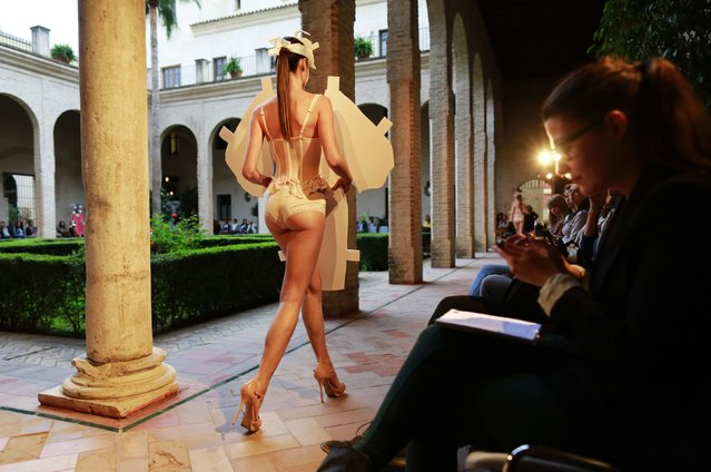 A model presents a creation by Claudina Mata during Andalucia de Moda (Andalusia Fashion) in Seville, southern Spain November 3, 2014. (Photo by Marcelo del Pozo/Reuters)