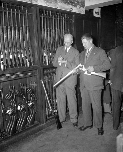 Riot guns at Boston Police headquarters, 1934. (Photo by Leslie Jones)