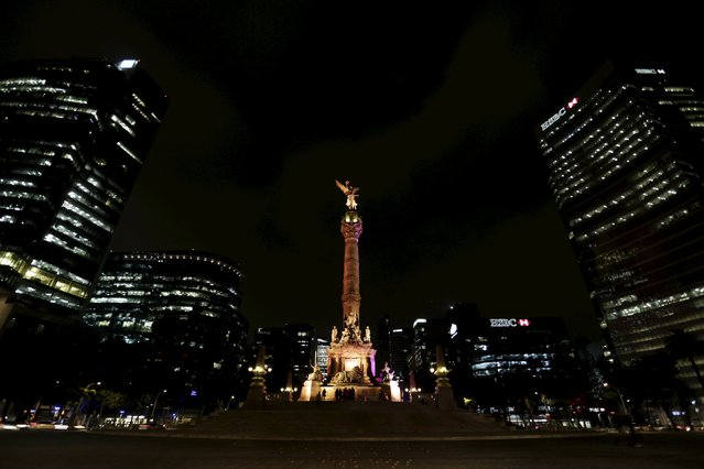 The Angel of Independence is seen illuminated in Mexico City, November 23, 201. (Photo by Daniel Becerril/Reuters)