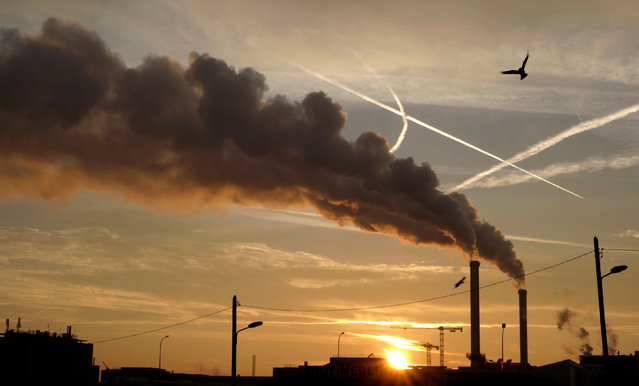 Water vapour billows from smokestacks at the incineration plant of Ivry-sur-Seine, near Paris, France at sunrise, France, December 8, 2016. (Photo by Charles Platiau/Reuters)
