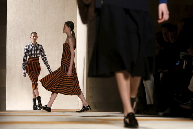 Models present creations from the Victoria Beckham Fall/Winter 2016 collection at New York Fashion Week February 14, 2016. (Photo by Andrew Kelly/Reuters)