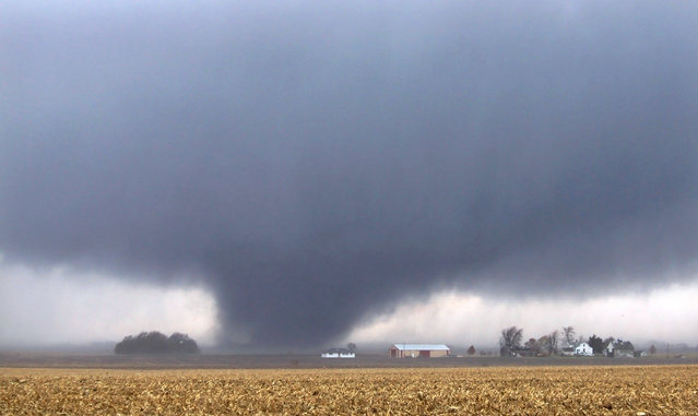 A tornado moves northeast Sunday, November 17, 2013, two miles west of Flatville, Ill. The tornado damaged many farm buildings and homes on its way to Gifford, Ill., where scores of houses were devastated. (Photo by Jessie Starkey/AP Photo/News-Gazette)
