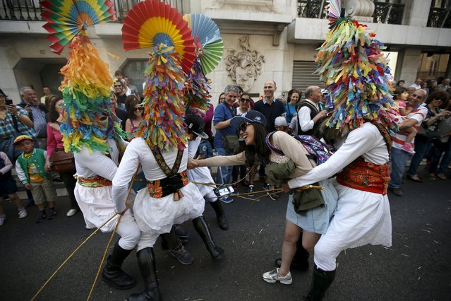 """Members of the """"Los Danzantes y Los Boteiros"""" folk group perform during the parade of the 10th International Festival of the Iberian Mask in Lisbon, Portugal May 9, 2015. (Photo by Rafael Marchante/Reuters)"""
