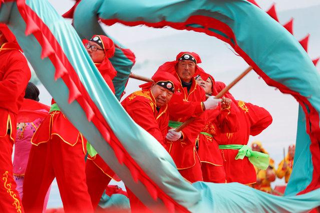 Folk artists perform dragon dances on celebration event of Lantern Festival in Xuyi County, Jiangsu province, China, February 11, 2017. (Photo by Reuters/Stringer)