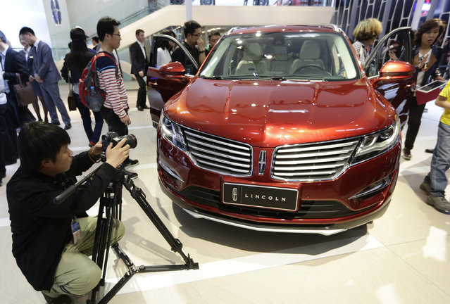 Visitors look at a Lincoln MKX car at Auto China 2014 in Beijing April 20, 2014. Ford Motor Co's premium brand Lincoln may be late to China's luxury boom, but its top executives say the upscale car market still has plenty of steam left for growth to make its debut later this year worthwhile. (Photo by Jason Lee/Reuters)
