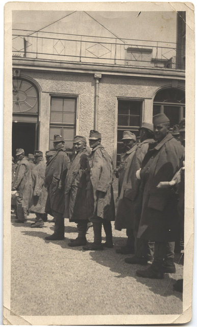 Injured French soldiers standing outside the American Red Cross hospital at Vienna. (Photo by Dr. P.A. Smithe/National World War I Museum, Kansas City, Mo.)
