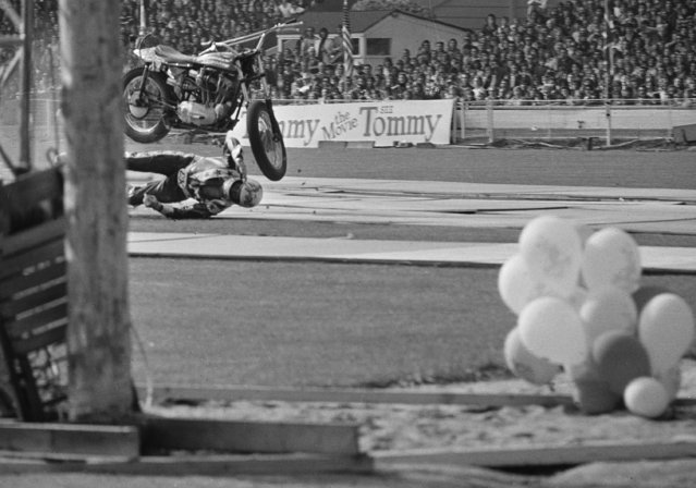 "American daredevil stunt motorcyclist Evel Knievel crashes spectacularly at Wembley Stadium in London, May 26, 1975. Knievel crashed attempting to set a new record by jumping over 13 London buses. After the crash he told the 70,000 spectators, ""You are the last people to see me jump. I will never jump again and that's true"". He was taken to a hospital in London. (Photo by Laurence Harris/AP Photo)"