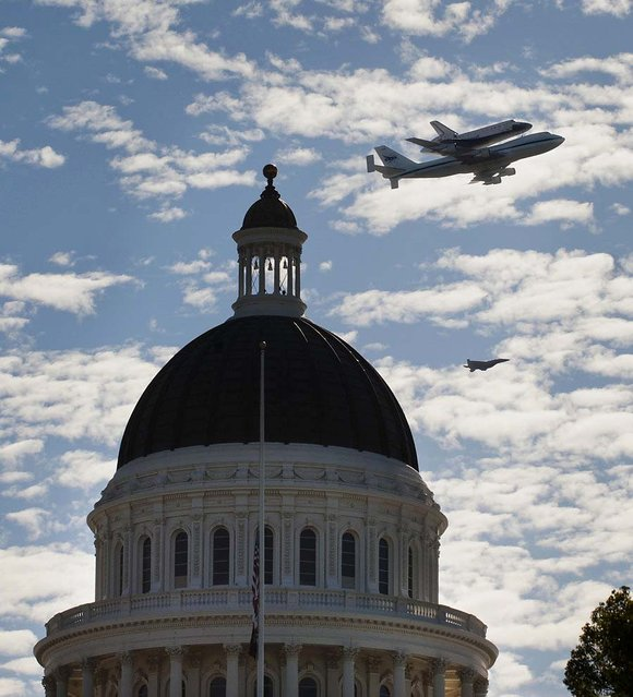 Endeavour passes over the California state Capito in Sacramento. (Photo by Lezlie Sterling/The Sacramento Bee)