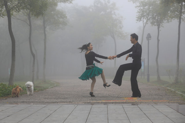 People dance in a park on a foggy day in Huai'an, Jiangsu province, China October 10, 2017. (Photo by Reuters/China Stringer Network)