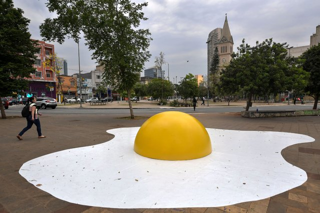 """View of an urban intervention called """"Eggcident"""" – a warning for the severity of global warming – by Dutch artist Henk Hofstra during the annual """"Virada Sustentavel SP"""" event, in Sao Paulo, Brazil, on September 18, 2020. The Virada Sustentavel SP is a cultural party that offers 5 weeks of attractions such as artistic interventions, projections and graffiti around the city. (Photo by Nelson Almeida/AFP Photo)"""