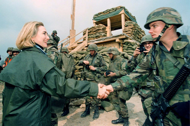 """America's First Lady Hillary Rodham Clinton (L) meets US soldiers at the Bravo """"Bulldogs"""" Troop (1/4 Cavalry) camp Alicia, an IFOR outpost in northern Bosnia March 25, 1996. (Photo by Reuters)"""