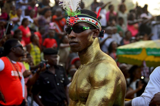 A man with gold body paint looks on during the annual Calabar cultural festival in Calabar, Nigeria, December 28, 2015. (Photo by Reuters/Stringer)