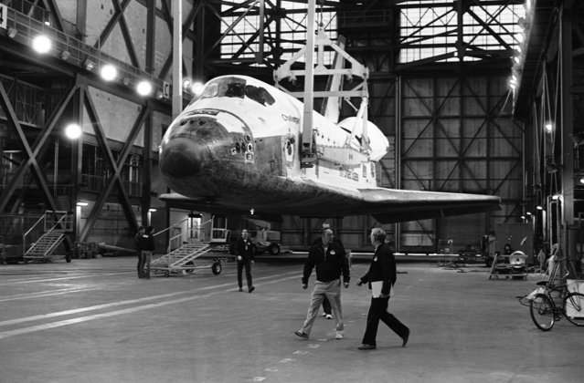 Space Shuttle Challenger beings the process of being transferred to the high bay of the Vehicle Assembly building at Kennedy Space Center on December 17, 1985 where it will be stacked with the solid rocket booster and external tank in preparation for the scheduled for launch as Mission 51-L in January 1986. (Photo by Terry Renna/AP Photo)