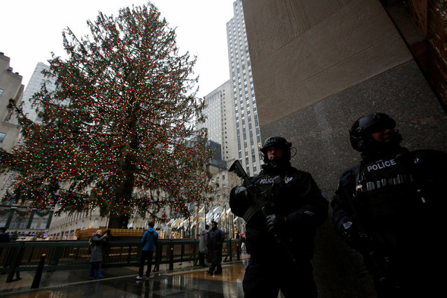 Members of the New York Police Department's Counterterrorism Bureau stand watch near The Rockefeller Center Christmas tree on Christmas Eve in Manhattan, New York City, U.S., December 24, 2016. (Photo by Andrew Kelly/Reuters)