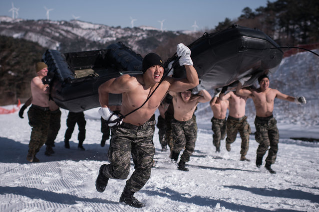 South Korean and US soldiers perform a demonstation for the media during a joint annual winter exercise in Pyeongchang, some 180 kilometers east of Seoul, on January 24, 2017. (Photo by Ed Jones/AFP Photo)