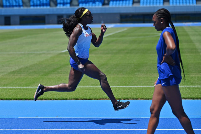 British athletes Anyika Onuora (L) and Perri Shakes-Drayton train with the new mixed 400-metre relay team at Todoroki stadium in Kawasaki on May 8, 2019. The new mixed 4x400m relay race, with teams of two men and two women, is poised to make its Olympic debut at Tokyo 2020 as part of a drive by organisers to make the sport more inclusive. (Photo by Charly Triballeau/AFP Photo)