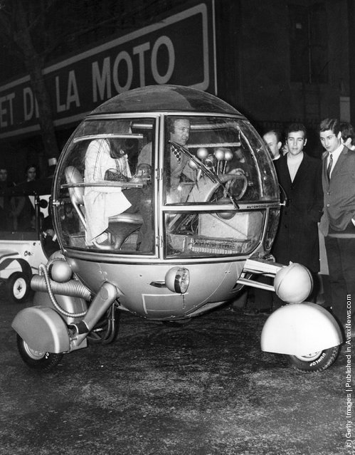 1970: A car of totally new design, the automodul, driven by its designer J. P. Ponthieu