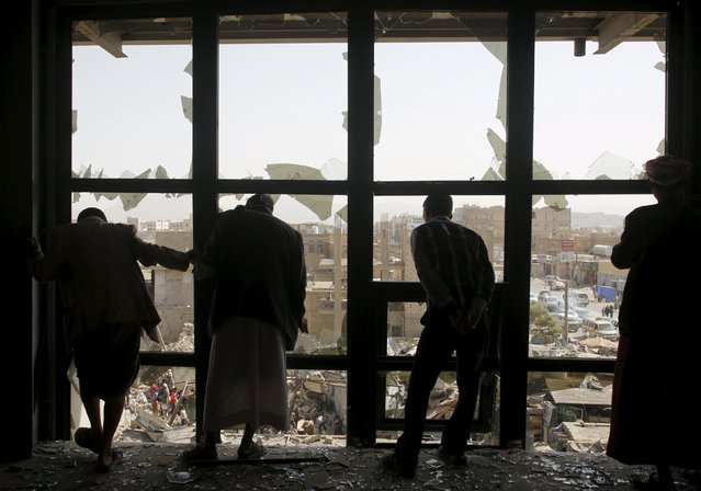 People look at a marketplace after it was hit by a Saudi-led air strike in Yemen's capital Sanaa July 20, 2015. (Photo by Khaled Abdullah/Reuters)
